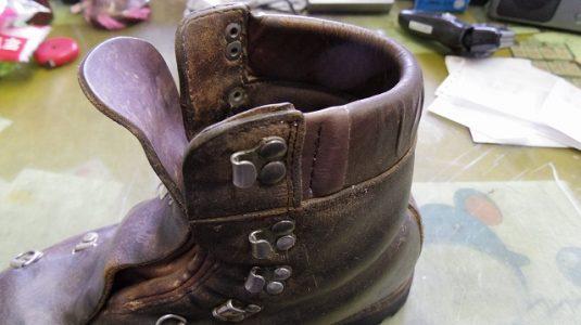 登山靴 履き口パッド 補修例 3-1