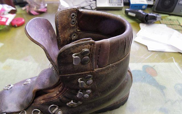 登山靴 履き口パッド 補修例