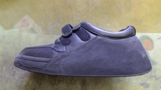装具だけでは庇いきれない靴に補助機能を付けた加工例 2-1