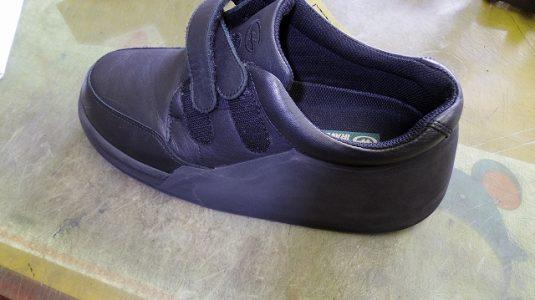 装具だけでは庇いきれない靴に補助機能を付けた加工例 2-2