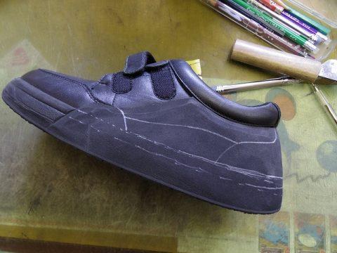 装具だけでは庇いきれない靴に補助機能を付けた加工例 3