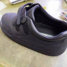 装具だけでは庇いきれない靴に補助機能を付けた加工例