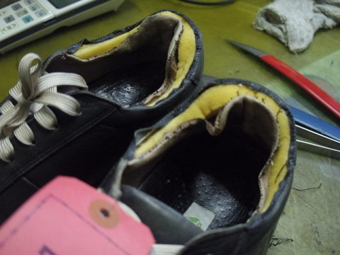 革製スニーカー ライニング(すべり革)補修例 3-1