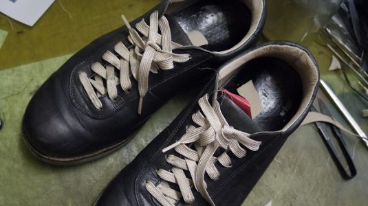 革製スニーカー ライニング(すべり革)補修例 4-2