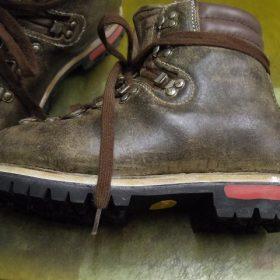 登山靴 分解修理例