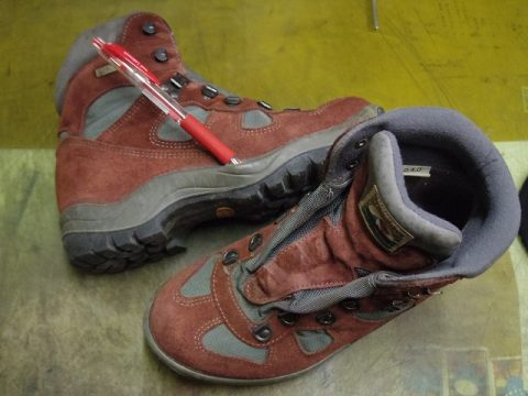 登山靴 貼り直し例 2